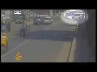 ویدیو حمله انتحاری طالبان به یکی از ادارات پلیس پاکستان