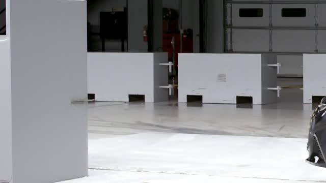 تست تصادف تویوتا کرولا مدل 2014
