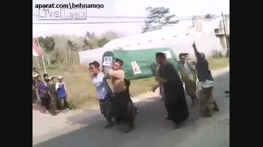 حادثه باورنکردنی در تشیع جنازه..!