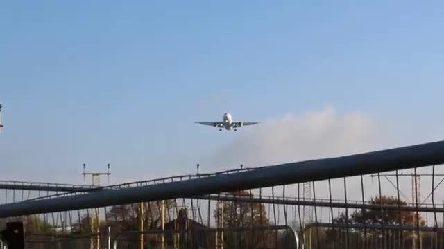 پرواز چارتر - فرود هواپیمای ایران ایر در لندن
