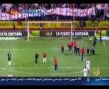 اعتراض جالب هواداران سویا با رگبار توپ تنیس در زمین