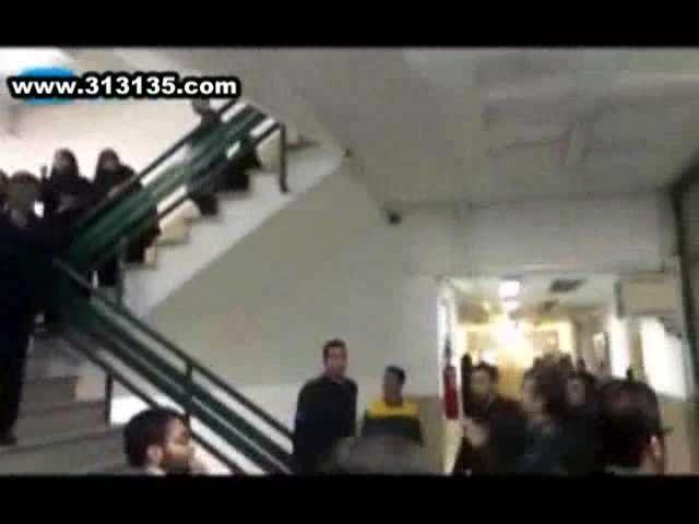 حمله عوامل دانشگاه آزاد به دفتر بسیج دانشجویی