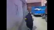 پیرزن ایرانی که مثل آب خوردن از دیوار راست بالا می رود!!