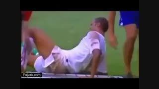 خنده دارترین لحظات انتقال مصدوم در فوتبال