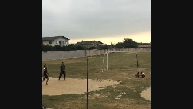 والیبال بازی کردن محمد عباس زاده مهاجم پرسپولیس