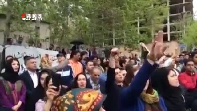 تجمع مقابل سفارت سعودی در اعتراض به تجاوز جنسی 2 نوجوان