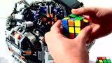 روبات اسباب،بازی رکورد حل مکعب روبیک را شکست