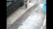 داغون شدن مرد به خاطر ترکیدگی لاستیک
