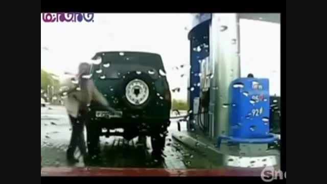 گرفتاری مردی که اتومبیل نو خریده+فیلم ویدیو کلیپ بامزه