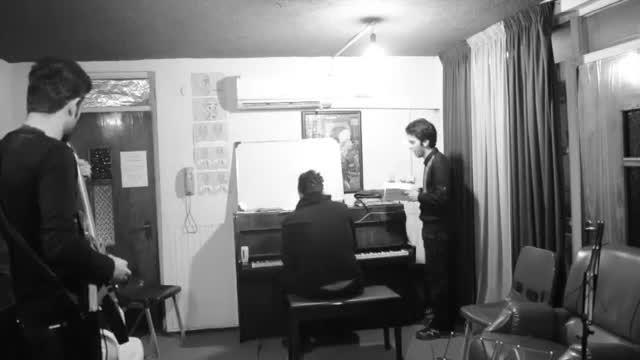 """رادیو راک ایران : """" تگرگ """" - پروانه تنها"""