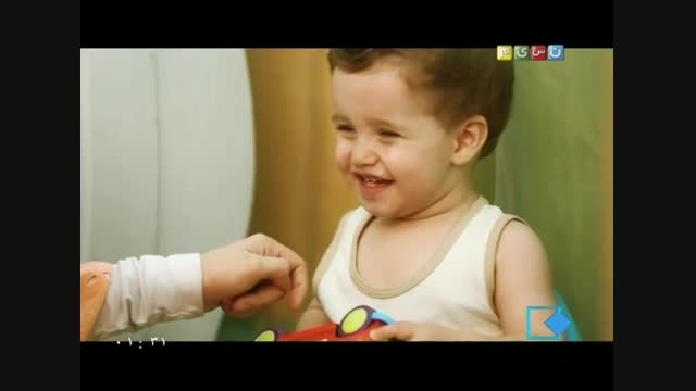 کودک پروری.استفاده کودک ازصندلی دستشویی