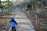 ترس خنده دار کودک از دایناسور در پارک