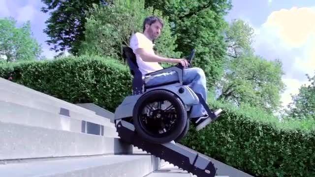 ویلچری که می تواند از پله ها بالا برود