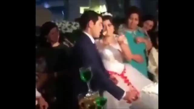 عصبانی شدن داماد از شوخی عروس پای سفره عقد