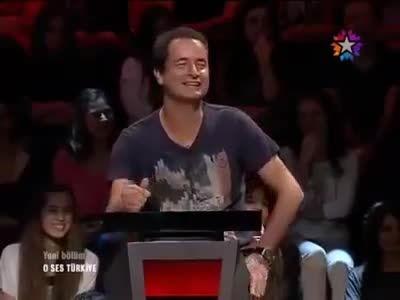 خواندن آهنگ انار انار توسط مصطفی صندل ترک!!
