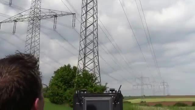 بازرسی خطوط انتقال با استفاده از کوادروتور