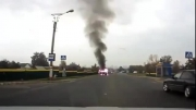 انفجار وحشتناک ماشین و خوش شانسی پیرزن...!