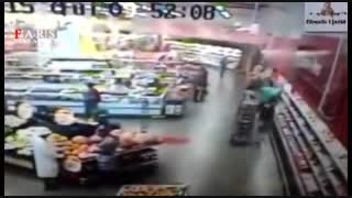 ریزش دیوار فروشگاه بر سر مشتریان(متاسفانه2نفرزخمی شدند)
