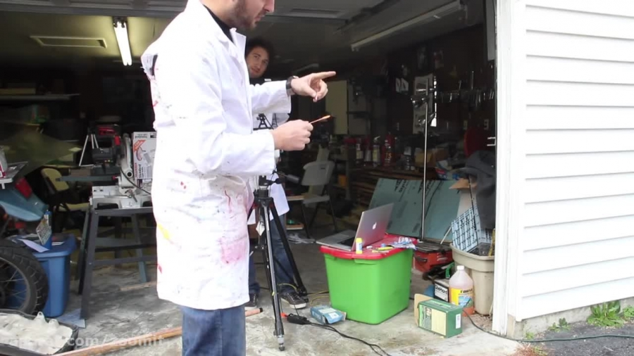 ویدئوی اسلوموشن ترکیدن حباب (۱۸۰۰۰ فریم بر ثانیه)