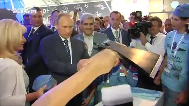 معاون علم و فناوری رئیس جمهور در نمایشگاه هوایی مسکو
