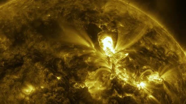 فیلم شگفت انگیز از انفجارهای هسته ای در سطح خورشید