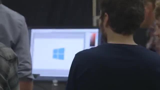 تصویر پس زمینه رسمی ویندوز 10