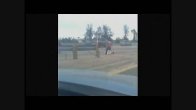ضرب و شتم زن بی خانمان توسط پلیس امریکا