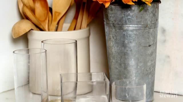 ترفندی بسیار ساده برای تمیز کردن گلدان های شیشه ای