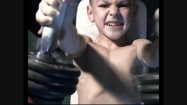پسربچه ی قدرتمند(تصاویر خفن در7picfun.rozblog.com)