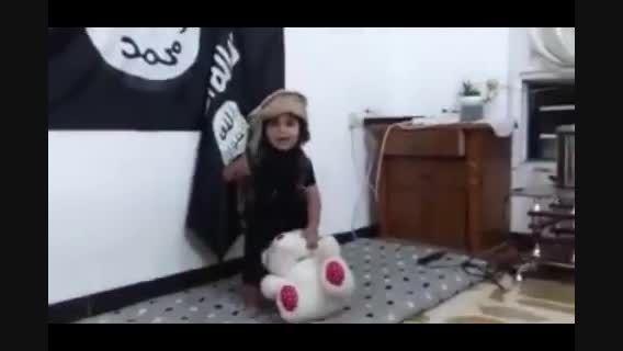 آموزش سربریدن به سبک داعش؛ اینبار پسر 3 ساله