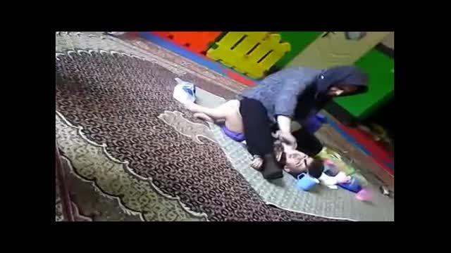 کتک زدن یک کودک در مهدکودک