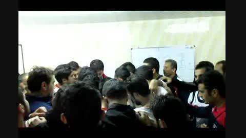 اتحاد در رختکن نساجی پیش از دیدار با استقلال اهواز