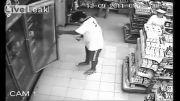 شکار لحظه جنی شدن یک مرد در تایلند، توسط دوربین مدار بسته.