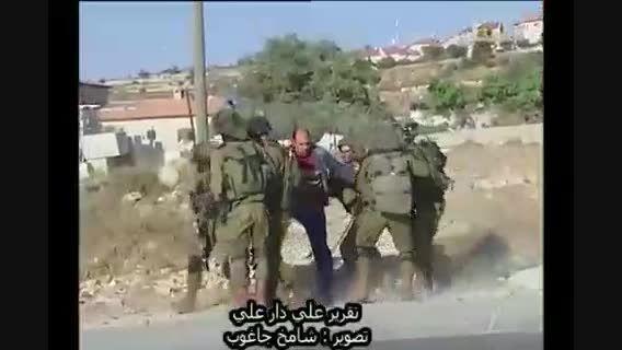 کتک زدن جوان فلسطین به خاطر یک اعتراض + فیلم