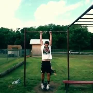حرکت ورزشی بارفیکس با وزنه برای ماهیچه های سینه