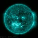 جدیدترین تصاویر ناسا از شراره های خورشید که به سمت زمین در حال حرکت است
