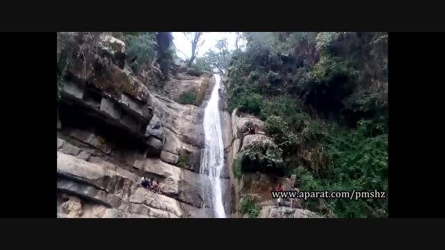 شیرجه از بالای آبشار