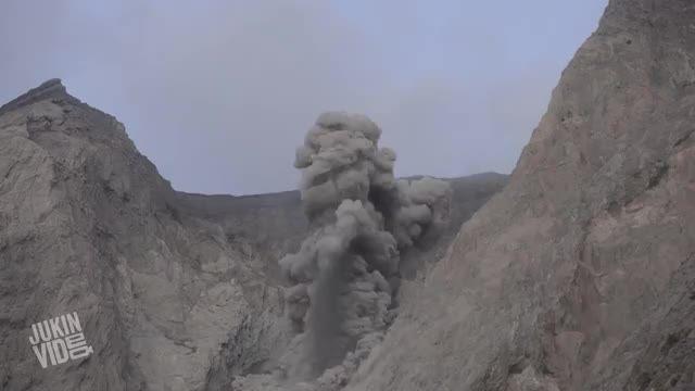 فوران آتشفشان کلیپ از (JukinVideo) ببینید حتما!!!
