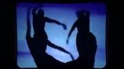یک ویدیو بسیار زیبا از رقصیدن با سایه