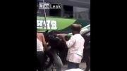 روش عجیب یک هندی برای انتقال موتورسیکلت