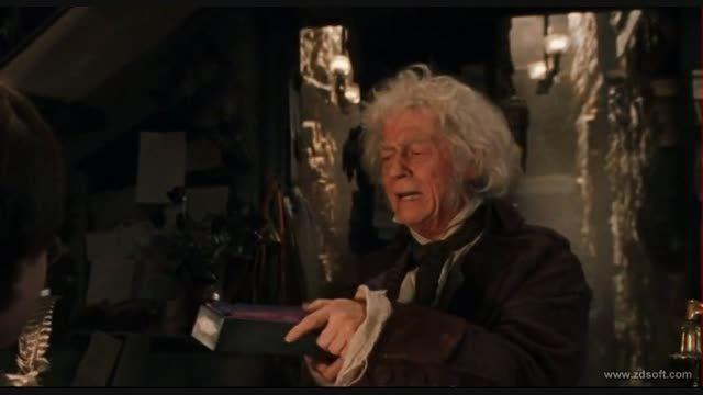 هری پاتر به مغازه چوبدستی فروشی می رود