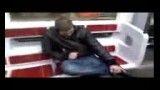 روش جدید رد شدن از گیت مترو!!!