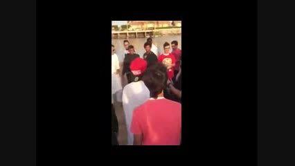 آزار و اذیت دو دختر در عربستان توسط پسران جوان