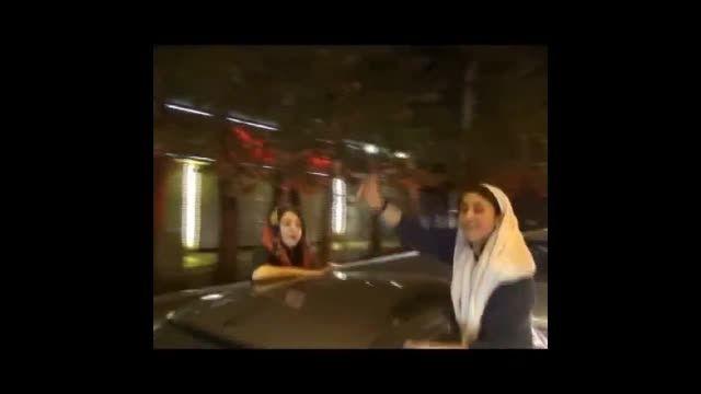 شادی مردم تهران پس از پیروزی ایران مقابل آمریکا