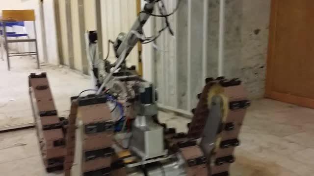 حرکت بازو شش درجه آزادی ربات امدادگر تیم vru