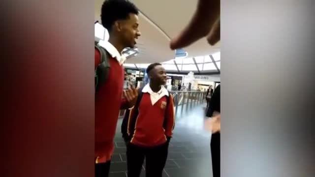 اپل از 6 دانش آموز سیاه پوست عذرخواهی کرد