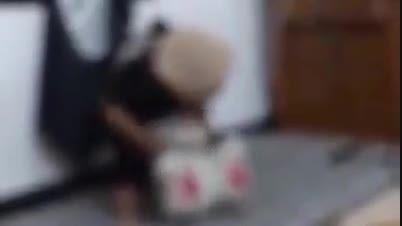 سربریدن خرس عروسکی توسط بچه داعشی!
