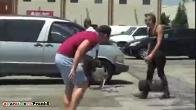 دزدیدن تایر ماشین جلوی صاحب ماشین(دوربین مخفی)