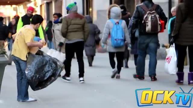 واکنش مردم نیویورک به بچه بى سرپرست (دوربین مخفى )