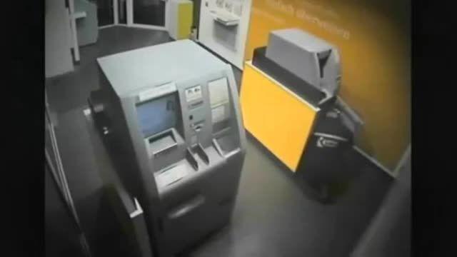 سرقت عابربانک جلو مشتری با خونسردی کامل